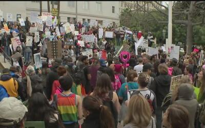 Manifestantes en Los Ángeles rechazaron a Donald Trump como su presidente