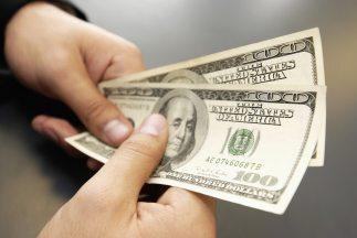 Los hispanos gastaron durante 2014 de media al día 96 dólares, seis más...