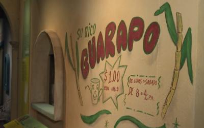 En Cuba se consume el guarapo con caña de azúcar molida y también fermen...