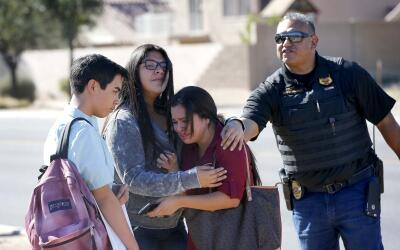 Hispanos aprueban manejo de Obama del tema migratorio APTOPIX%20Arizona%...