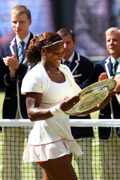 Aunque ya tenía tres de estas preciadas charolas, Serena no dej&o...