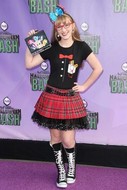 Aquí encontramos hasta la chica 'nerd' gótica quien inclusive llegó con...