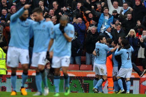A punto de finalizar el partido Zabaleta anotó y le dio el triunfo al City.