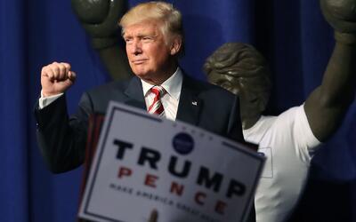 Clinton acusa a Trump de poner sus intereses personales por encima de la...