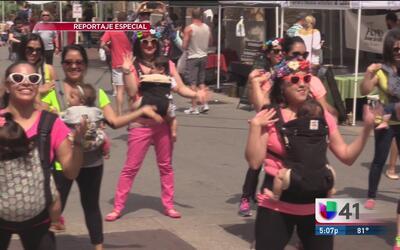Mujeres bailan al ritmo de la maternidad