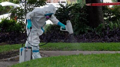 ¿Son exageradas las medidas contra el ébola en Estados Unidos?  Discutimos