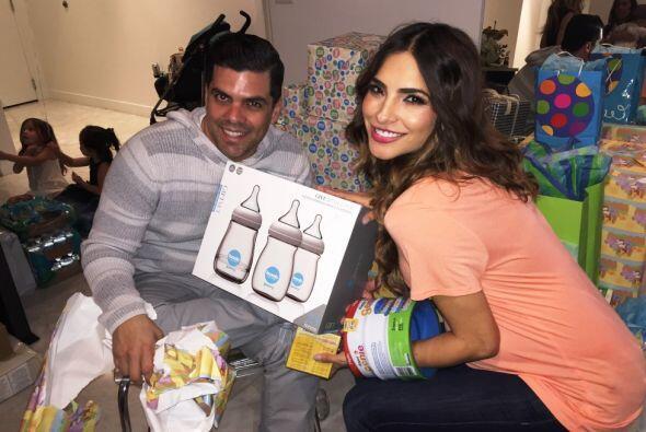 Alejandra Espinoza y su esposo Anibal celebraron a lo grande el baby sho...