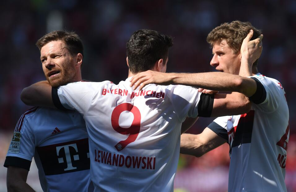 Los jugadores del Bayern celebraron su cuarto título en fila en Alemania.