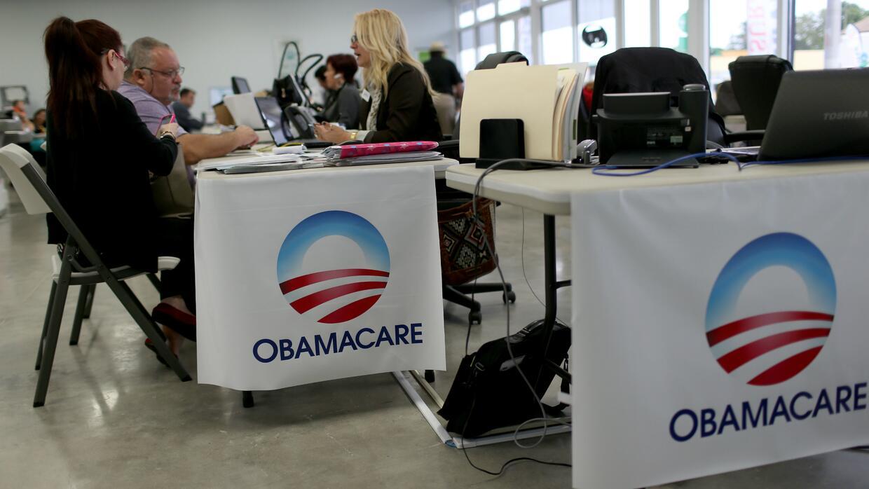 ¿Qué va a pasar con las personas beneficiadas por Obamacare? Decenas de...