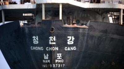 El barco norcoreano retenido en Panamá desde julio por ocultar armas cub...