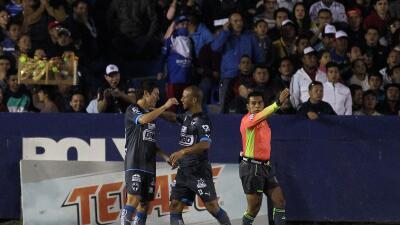 Monterrey festeja uno de los goles ante Celaya.