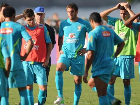 La selección brasileña de fútbol inició hoy...