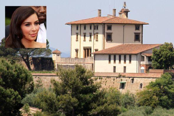 La pareja pretende que la fiesta se traslade a una preciosa residencia d...