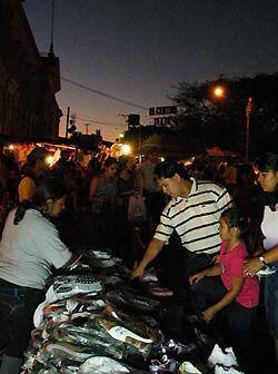 Pero los Salvadoreños parecen no estar tan preocupados por la cri...
