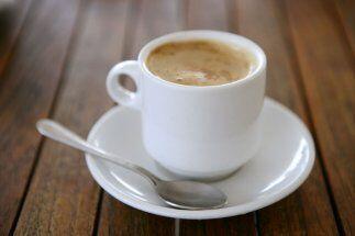 Champurrado: Tan tradicional como los tamales y el atole es esta bebida...