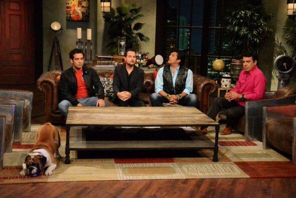 El famoso actor Erik Estrada platicó y bromeó con los cond...