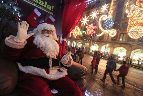 Santa Claus también está presente en el Zócalo capitalino