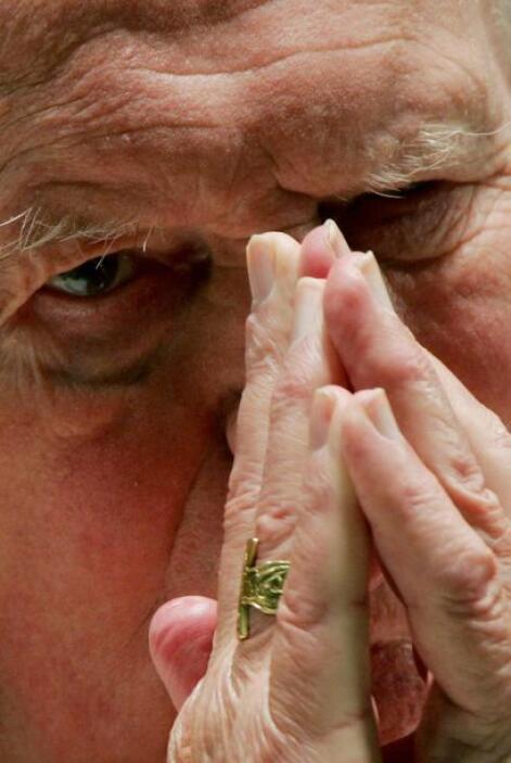 El Papa Pío XII lo consagró obispo auxiliar de la archidiócesis de Craco...