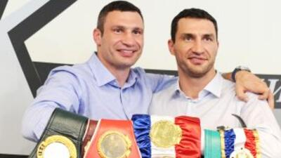 Los hermanos Klitschko dominan la división de los completos.