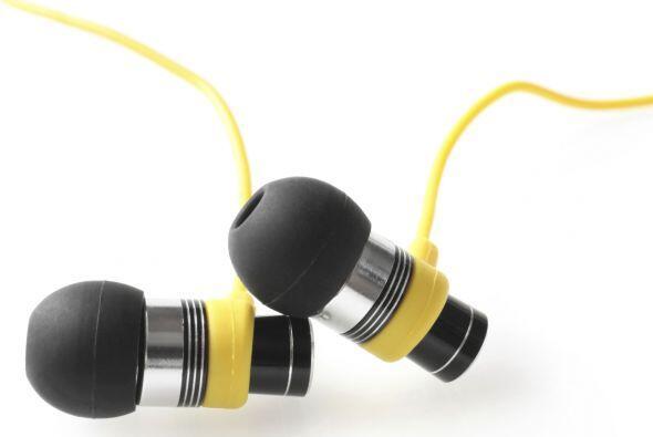 Auriculares In-Ear. Son los que vienen con pequeñas almohadillas...