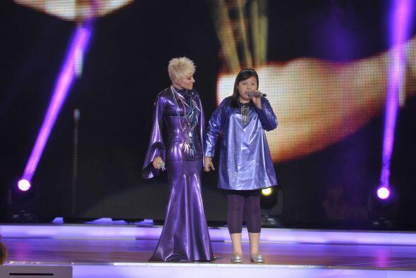 Dania compartió el escenario con Yuri.