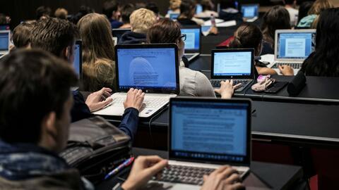 Reportan deficiencia del internet en las escuelas públicas de Nueva York
