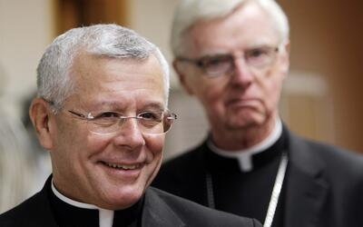 En un minuto: Obispo de New Hampshire cierra las puertas de su iglesia a...