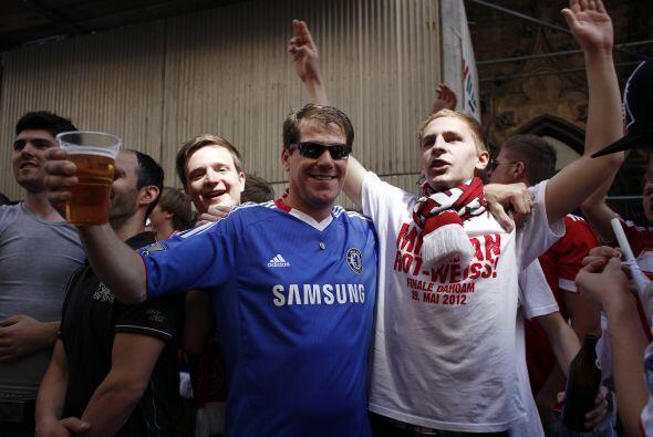Aficionados del Chelsea y del Bayern de Múnich han llenado las ca...