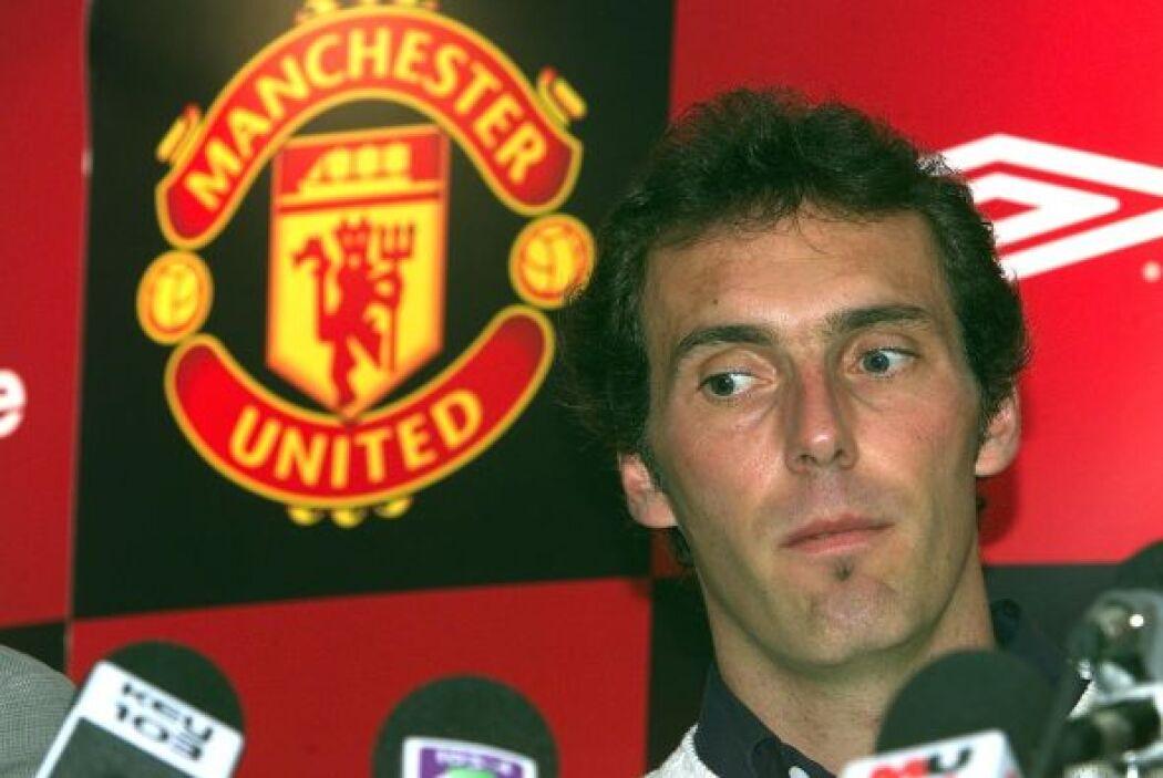 Laurent Blanc: El entrenador francés, quien  se retiró jugando con el Un...