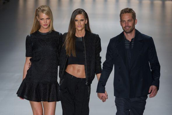 Aquí con las modelos Erin Heatherton y la brasileña Izabel Goulart.