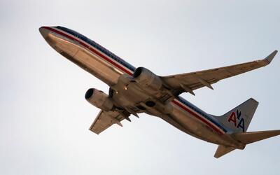 ¿Puede una aerolínea pedirle y ordenarle a un pasajero que abandone el v...