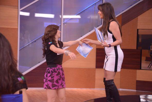 Laura estuvo feliz de conocer a su compatriota, quien desde lo 14 a&ntil...