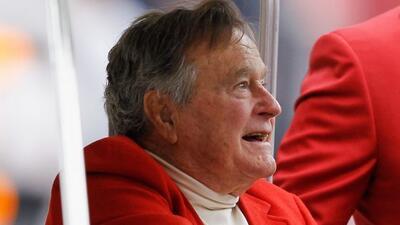 El expresidente George H.W. Bush, hospitalizado tras sufrir una caída