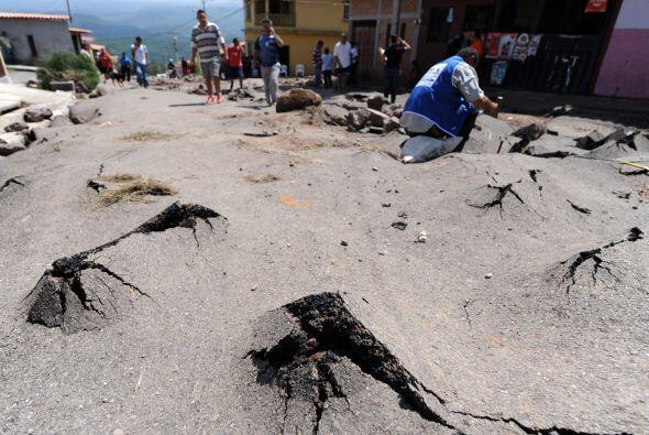Mientras las calles de Tegucigalpa están completamente destruidas.