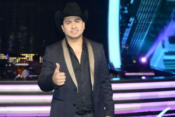 Julión Álvarez llega con todo y su Norteño Banda al escenario de Va Por Ti.