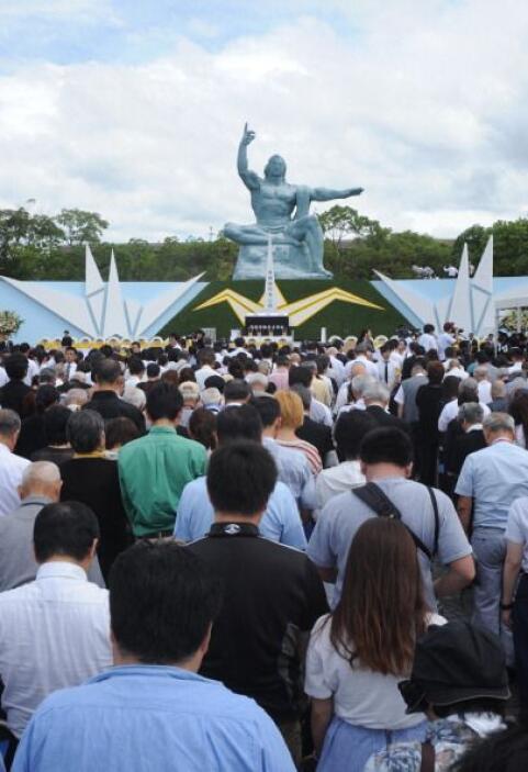 La ceremonia anual comenzó a las 11:02 hora local (2:02 GMT), momento ex...