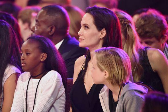 Jolie con sus nenas consentidas.