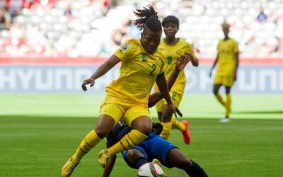 Gaelle Enganamouit se convirtió en la figura al marcar un triplete.