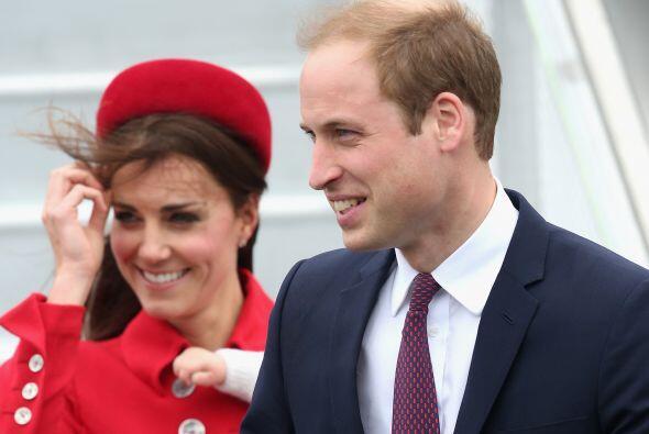 William y Kate llegando a Nueva Zelanda. Mira aquí los videos m&a...