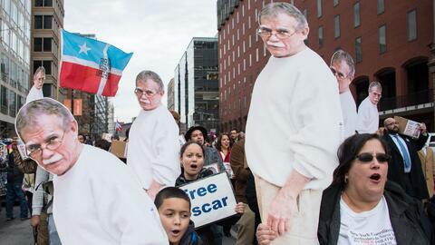 Oscar López Rivera, a sus 74 años de edad, es indultado por el president...