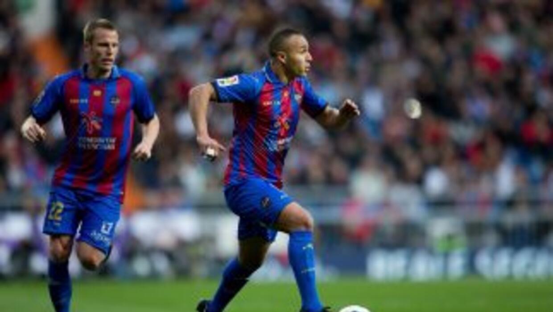 El Zhar hizo dos goles en el triunfo de Levante sobre Espanyol.