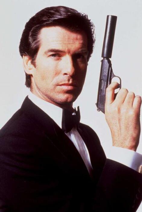 """En 1995 hizo su debut en """"GoldenEye"""" como James Bond y el sueldo que obt..."""