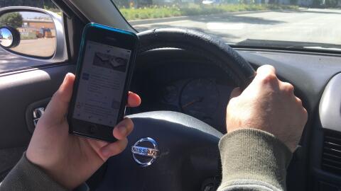 Una nueva ley endurecerá las reglas sobre el uso del celular al v...