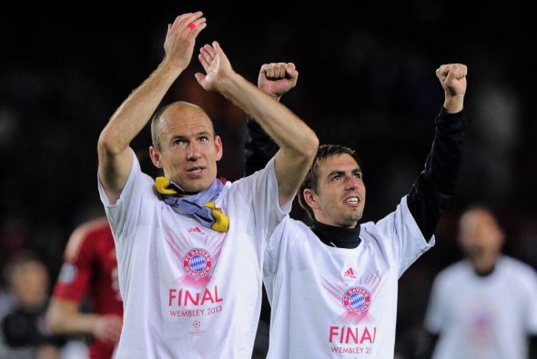 Con playeras alusivas alusivas a Wembley, el estadio en el que se disput...
