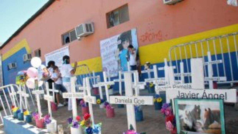Homenaje a las víctimas a las afueras de la guardería ABC de Sonora.