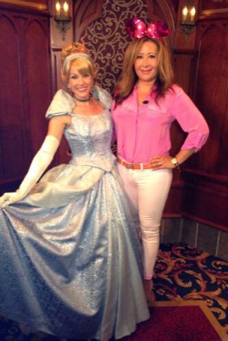 Jessica posó con esta princesa de cuento en Disneyland.