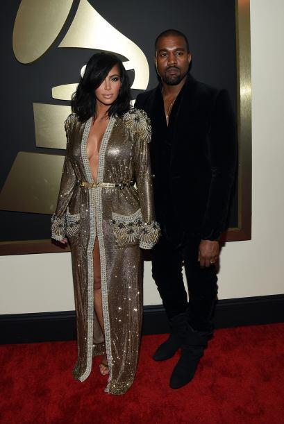 Kim parecía que llevaba una lujoso bata de baño, mientras...