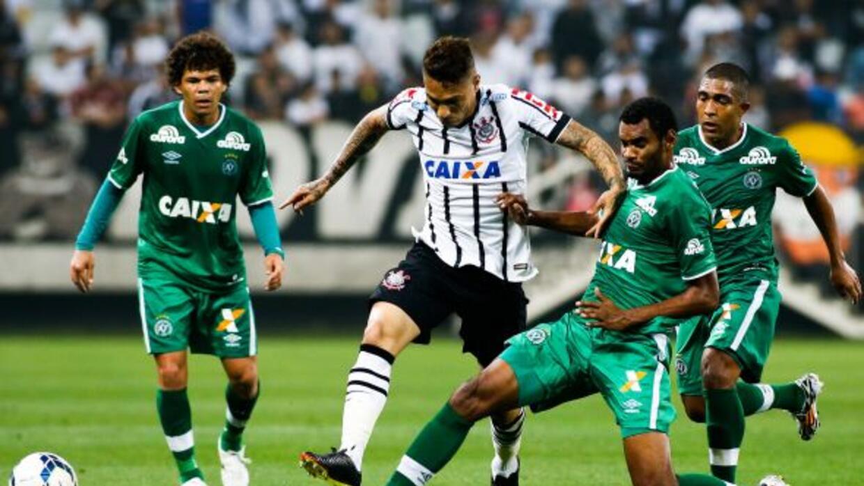 El Timao empató y se acerca a Sao Paulo que perdió ante Coritiba.