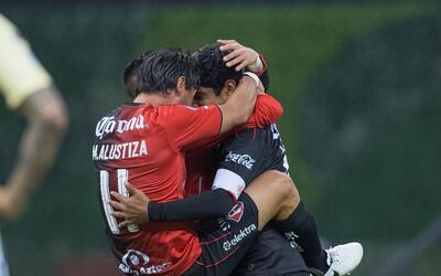 Hugh Jackman, ¿eres tú? Matias Alustiza celebra su gol con Bryan.jpg