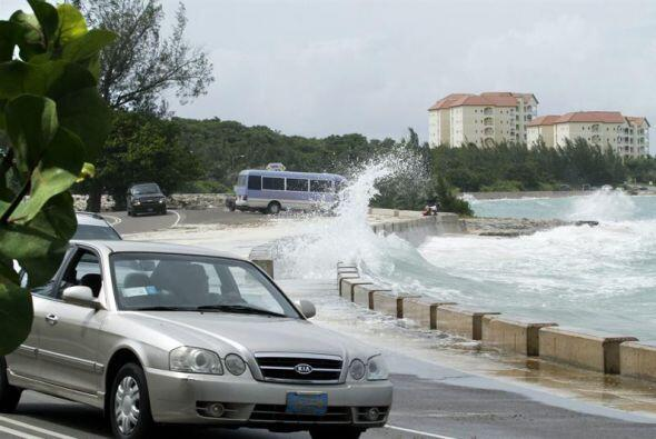 El huracán avanzó lentamente por Bahamas.